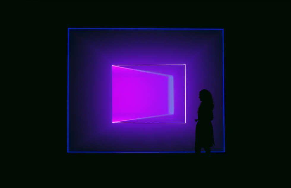 James Turrell, Wedgework, 2016, Installation, Fluorescent light, LED, 3.8 x 8 x 15 m (Foto: Florian Holzherr, Courtesy Häusler Contemporary München | Zürich)