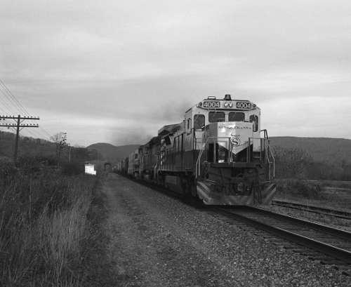 James Welling, Otego, New York (aus der Serie Railroad Photographs, 1987–2000), 1990 © James Welling, courtesy David Zwirner, New York/London