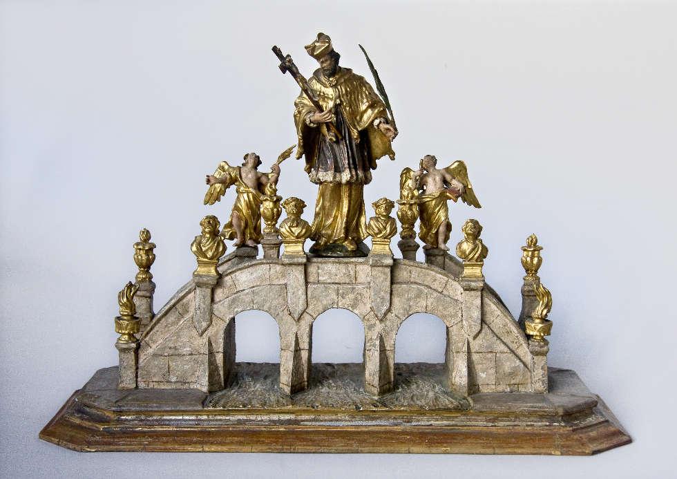 Johannes Nepomuk als Brückenheiliger, um 1750, Holz, gefasst (Dommuseum Salzburg / J.Kral)