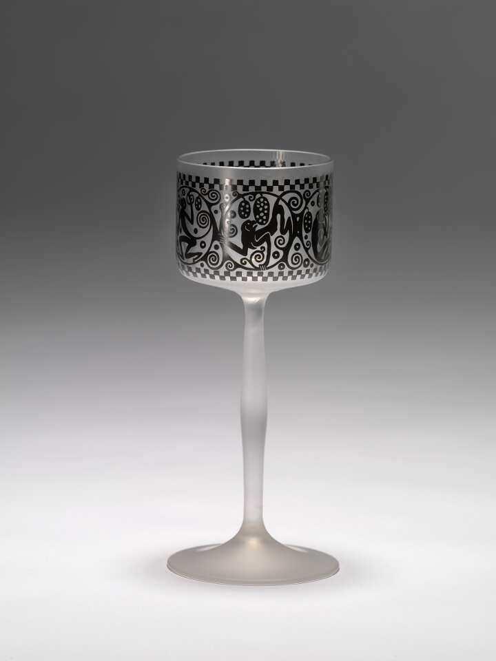 Ludwig Heinrich Jungnickel, Kelchglas, 1911; farbloses Glas, Bronzitdekor, Ausführung: eine böhmische Manufaktur für J. & L. Lobmeyr, Wien (© Peter Kainz/MAK)