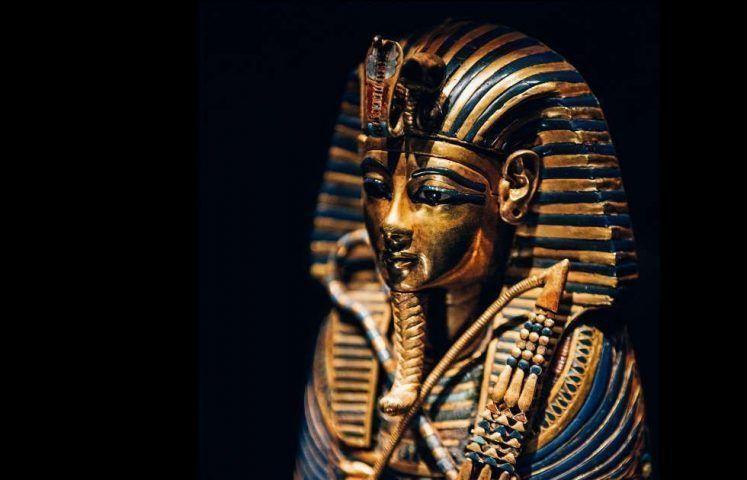 Kanopensarkophag des Tutankhamun, gewidmet an Imseti und Isis, Detail, Gold, Einlegearbeit © IMG
