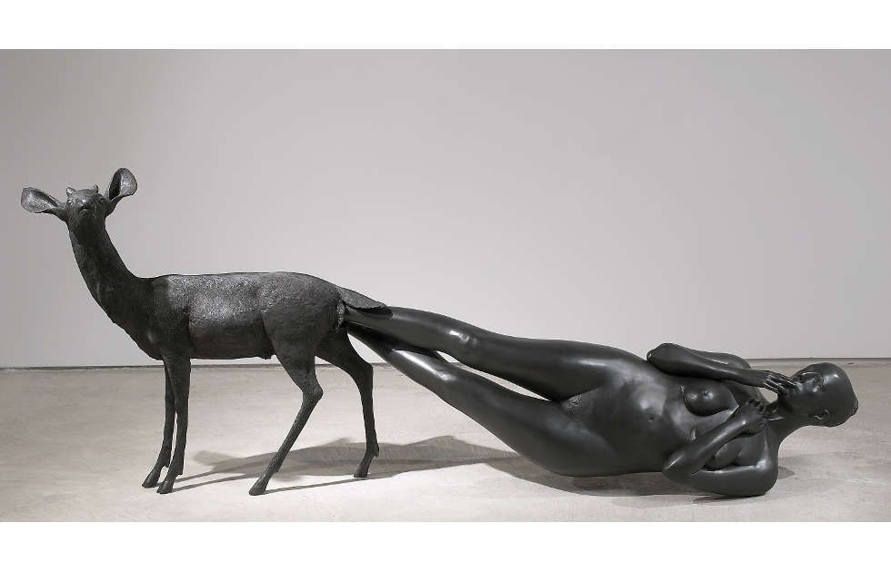 Kiki Smith, Born, 2002, Bronze, 99,1 x 256,5 x 61 cm (© Kiki Smith, courtesy Pace Gallery, Foto Ellen Page Wilson, courtesy Pace Gallery)