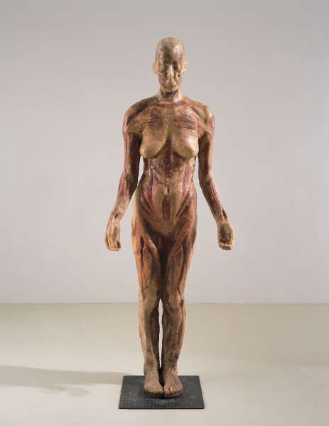 Kiki Smith, Virgin Mary, 1992, Wachs mit Pigment, Käseleinen und Holz, 171,5 x 66 x 36,8 cm (© Kiki Smith, courtesy Pace Gallery, Foto Ellen Page Wilson, courtesy Pace Gallery)