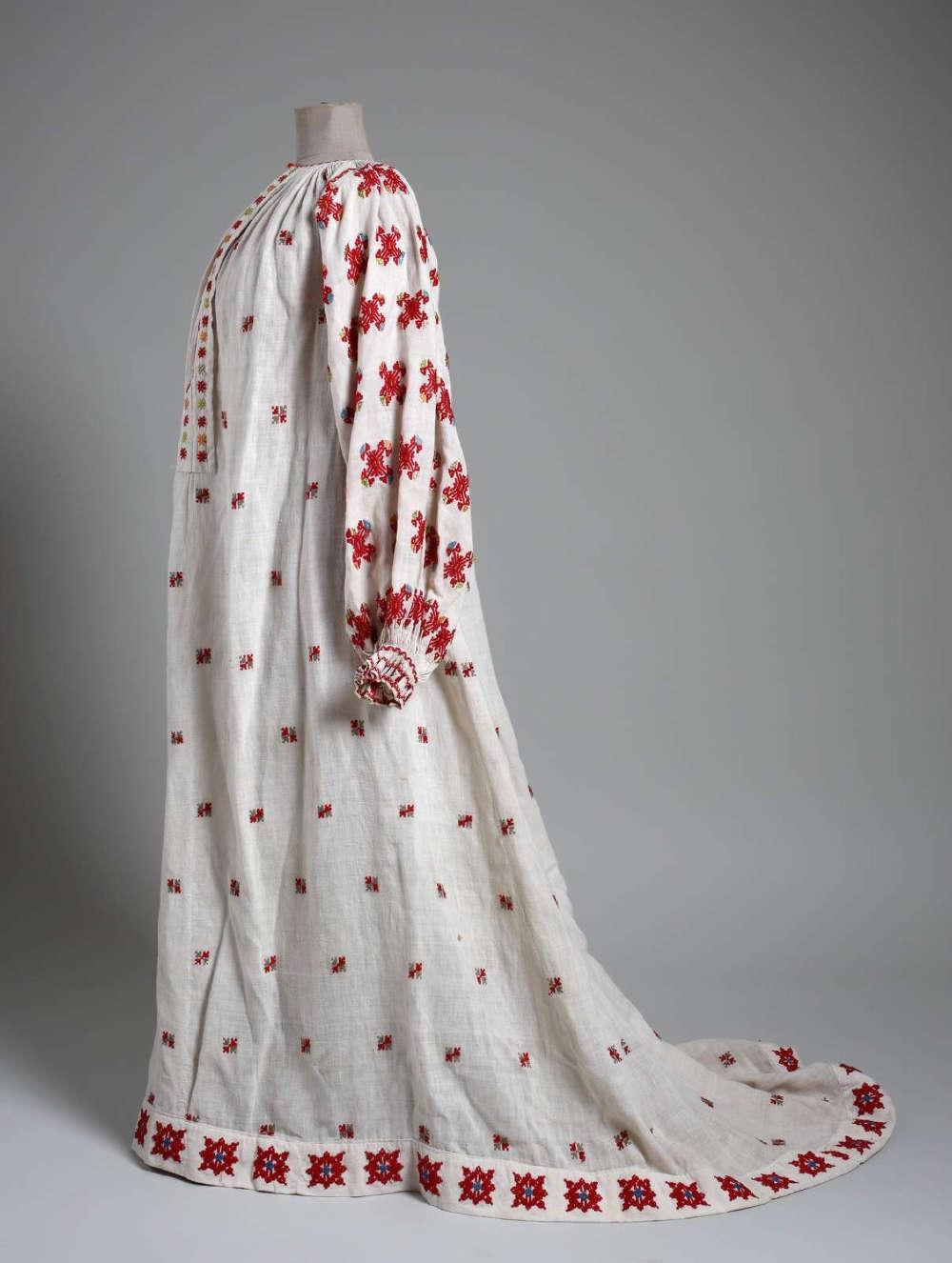 Kleid designt von Bela Csikos Sesia für seine Modelle nach Vorbild des Reformkleids (© Muzej za umjetnost i obrt)