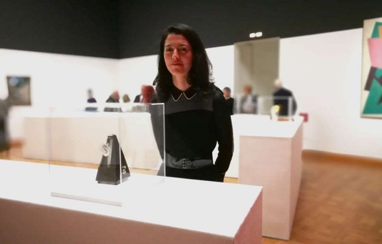 Lisa Ortner-Kreil in der Man Ray Ausstellung, Wien 2018, Foto: Alexandra Matzner, ARTinWORDS