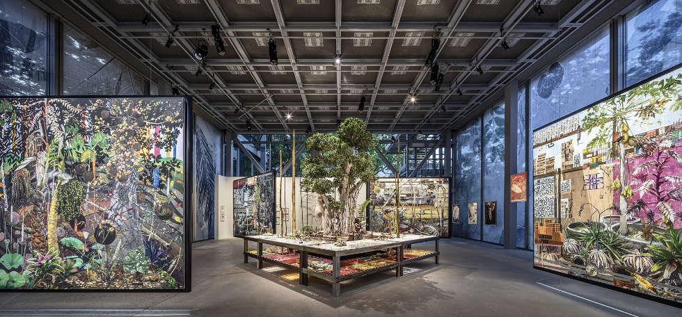 Luiz Zerbini, Natureza Espiritual da Realidade, 2002–2019, Installationsansicht der-Fondation Cartier, Nous, Les Arbres 2019, Foto: Luc Boegly