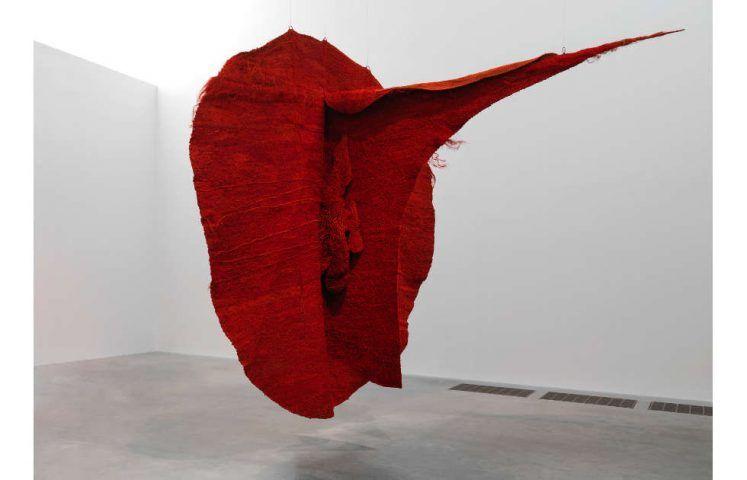 Magdalena Abakanowicz, Abakan Red 1969 (Tate. © Magdalena Abakanowicz Foundation)