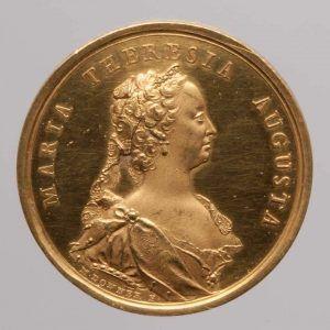 """Matthäus Donner, Maria Theresia, Medaille auf die Krönung zum """"König"""" von Ungarn, Avers, Wien 1741, Gold (Wien, Kunsthistorisches Museum, Münzkabinett Inv.-Nr. 1885bβ © KHM-Museumsverband)"""