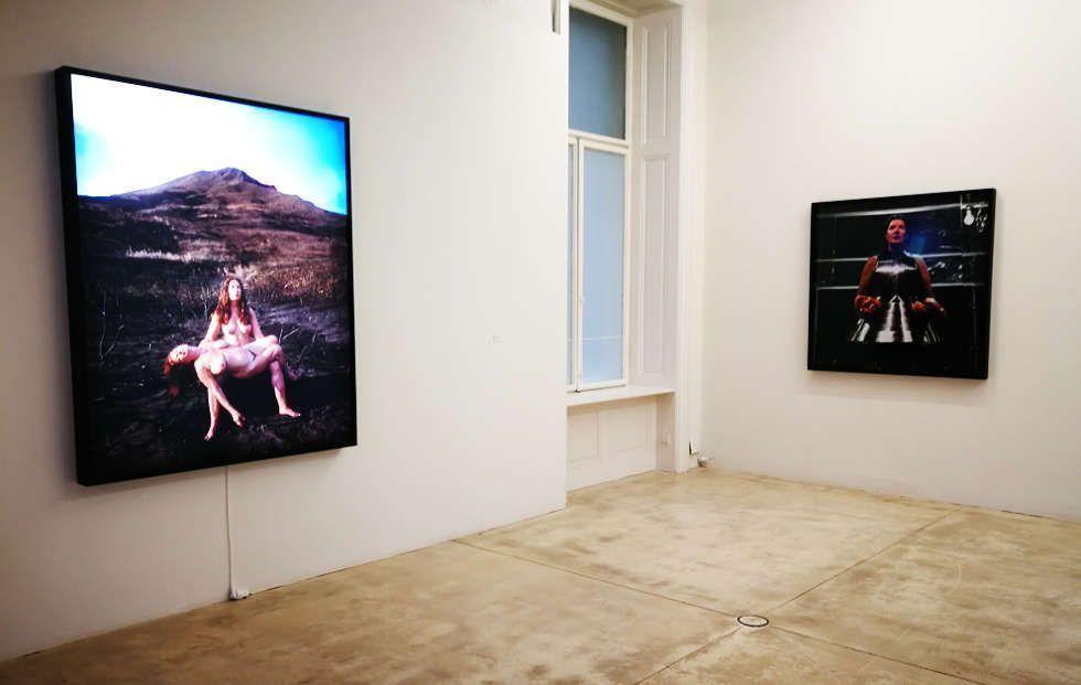 Marina Abramović, Stromboli, 2006/2018; Virgin Warrior – Two Hearts (Performance mit Jan Fabre), 2006, Ausstellungsansicht Galerie Krinzinger, Wien, Foto: Alexandra Matzner, ARTinWORDS.