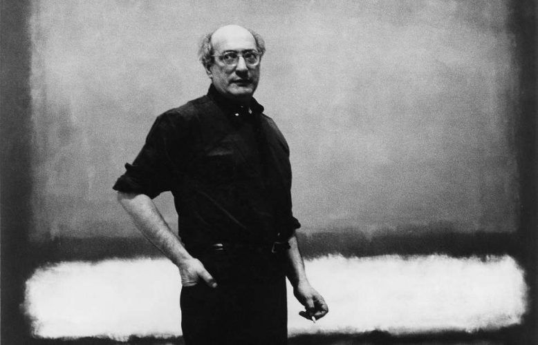 """Mark Rothko vor dem Werk """"No. 7"""",Detail, 1960, Foto: Regina Bogat zugeschrieben (© 2005 Kate Rothko Prizel & Christopher Rothko/Bildrecht Wien, 2019)"""