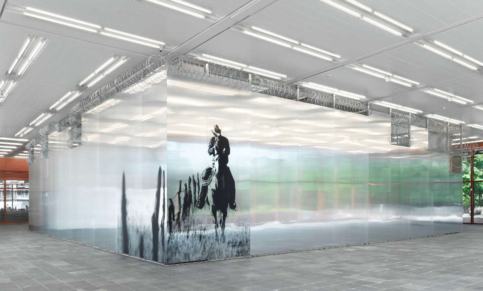 Monica Bonvicini. I CANNOT HIDE MY ANGER (Hy$teria), Ausstellungsansicht Belvedere 21, 2019, Foto: Jens Ziehe, © Monica Bonvicini und Bildrecht Wien