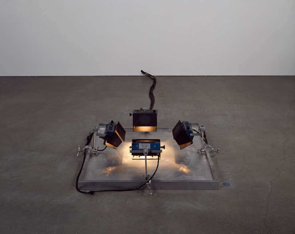 Bruce Naumann, Lighted Center Piece, 1967-68, Solomon R. Guggenheim Museum, New York, Panza Collection, Gift, 1992, Foto: David Heald © SRGE, NY © VG Bild-Kunst, Bonn 2016