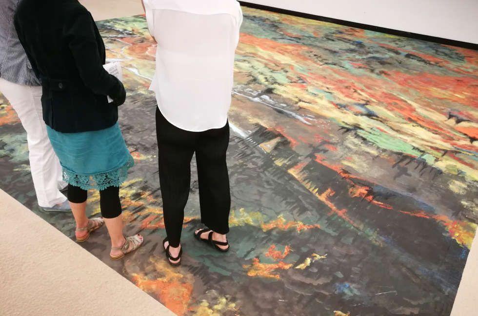 Publikum in Olaf Nicolais Ausstellung in der Kunsthalle Wien 2018 © Olaf Nicolai, Foto: Alexandra Matzner, ARTinWORDS