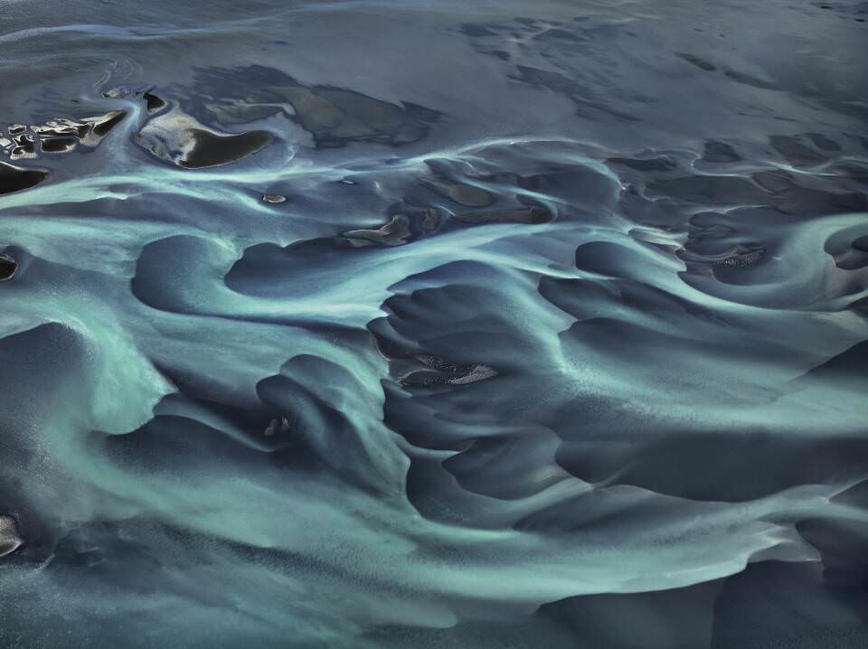 Edward Burtynsky, Olfusá River #1, Island 2012 © Edward Burtynsky, courtesy Admira, Milano / Galerie Springer Berlin.