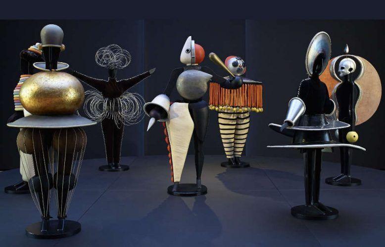 Oskar Schlemmer, Figurinen zum Triadischen Ballett, 1922, verschiedene Materialien (© Staatsgalerie Stuttgart, Leihgabe der Freunde der Staatsgalerie)
