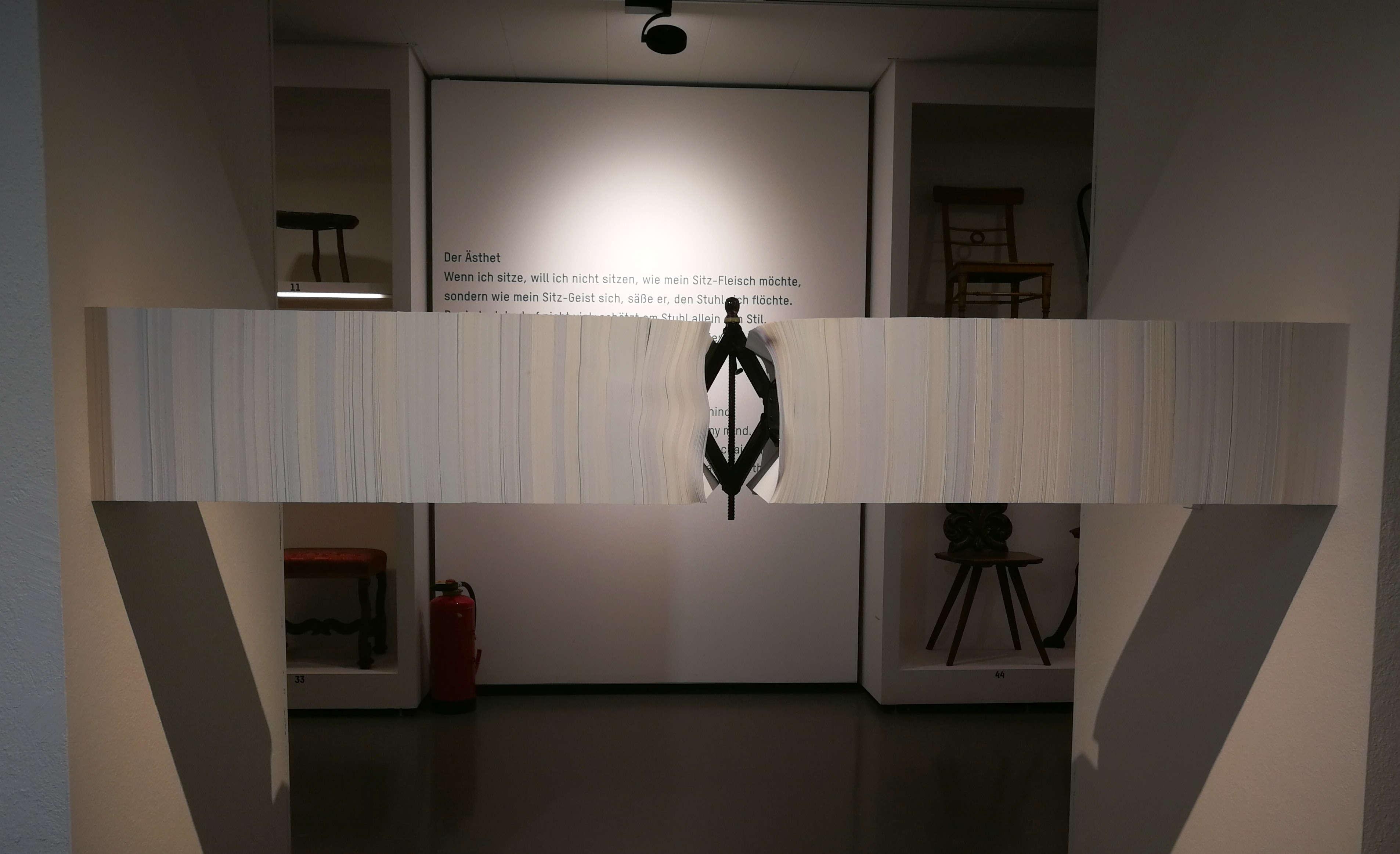 """Paul Leitner, Paperjack, 2017, Ausstellungsansicht """"ich weiß nicht. Wie die Beziehungen zwischen den Dingen wachsen"""" im MAK, 2017, Foto: Alexandra Matzner, ARTinWORDS."""