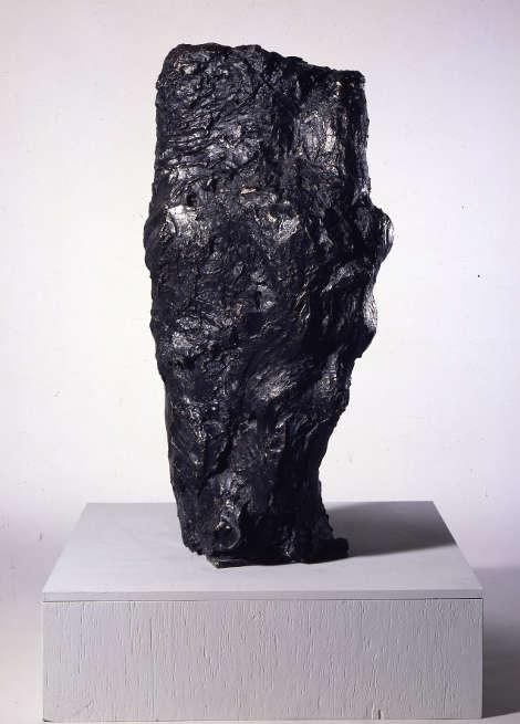 Per Kirkeby, Nyt Læsø-hoved [Neuer Læsø Kopf], 1984, Bronze, 115 x 47 x 61 cm (PKK 35/4 © Per Kirkeby, Courtesy Galerie Michael Werner Märkisch Wilmersdorf, Köln & New York), Foto: Jochen Littkemann