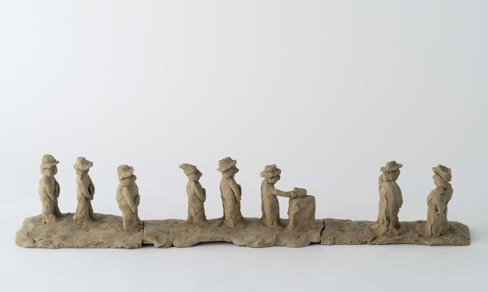 Peter Fischli & David Weiss, Die Abstimmung über das Frauenstimmrecht, 1981, Tonplastik, ungebrannt, 68 x 12 x 12,5 cm (Emanuel Hoffmann-Stiftung)