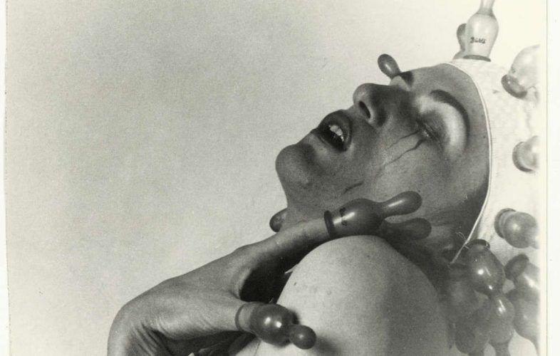 Renate Bertlmann, Zärtlicher Tanz, Detail, 1976, S/W-Fotografie, 18 x 12 cm, Unikat (SAMMLUNG VERBUND, Wien)