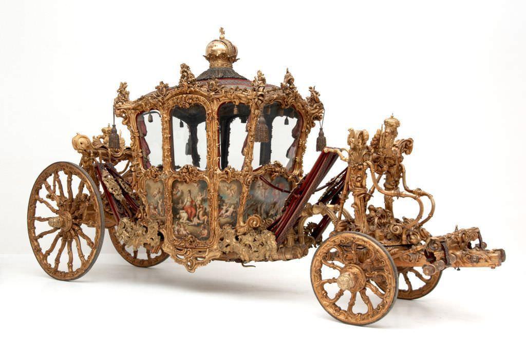 """Reicher Krönungswagen (""""Imperialwagen""""), 18. Jahrhundert, 677 (L) x 355 (H.) x 212 (B) cm (Kunsthistorisches Museum, Wien, Inv. Nr. Wagenburg, W 11)"""