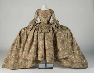 Robe und Unterrock vom Hof in Mantua,1748–1750 (Courtesy Fashion Museum Bath)