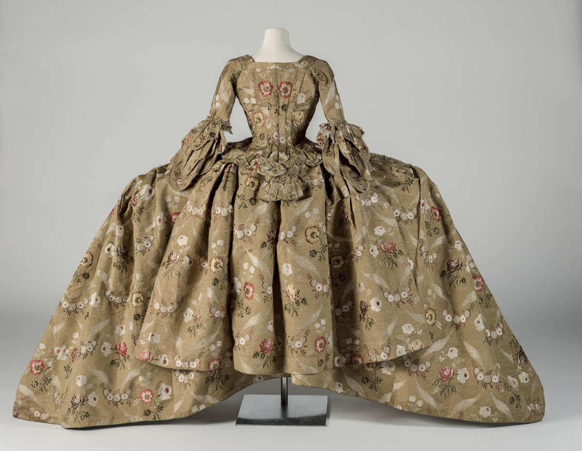 Robe und Unterrock vom Hof in Mantua,1748–1750 (Courtesy Fashion Museum Bath)