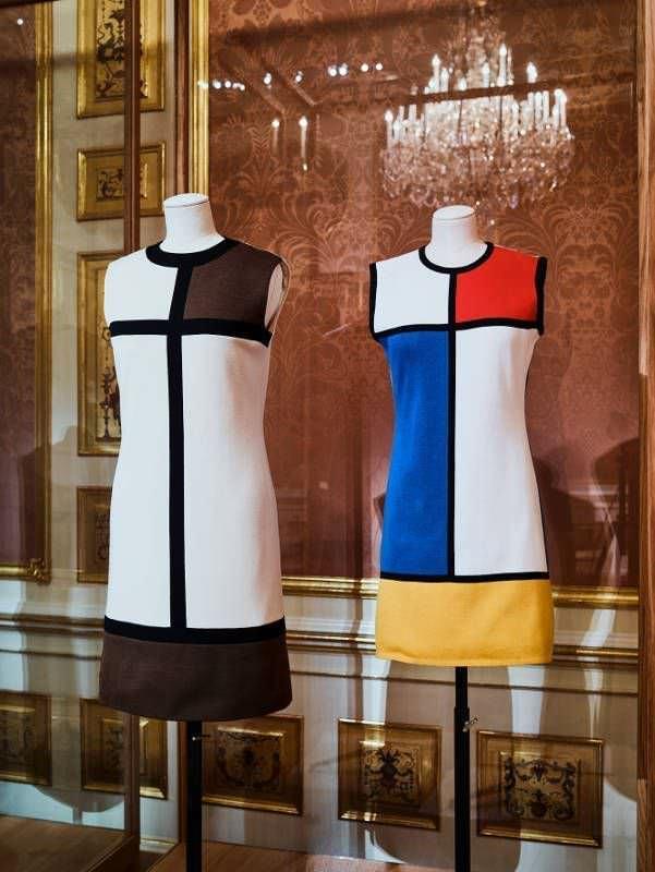 """Mondrian-Kleid, Ausstellungsansicht """"Vulgär? Fashion Redefined"""", Foto: Christian Wind © Belvedere, Wien."""