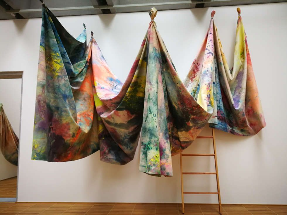 Sam Gilliam, Installationsansicht The Music of Color, Kunstmuseum Basel 2018, Foto: Alexandra Matzner, ARTinWORDS, © Sam Gilliam