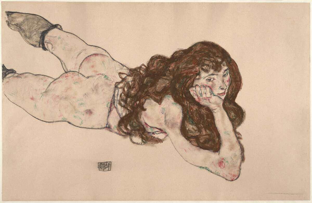 Egon Schiele, Auf dem Bauch liegender weiblicher Akt, 1917, Schwarze Kreide, Deckfarben auf Japanpapier (Albertina, Wien)