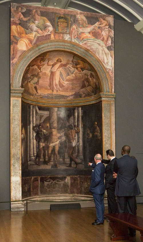 Sebastiano, Borgherini Kapelle (Kopie): HRH The Prince of Wales und Matthias Wivel, Kurator der The Credit Suisse Exhibition Michelangelo & Sebastiano, beim Besuch der Ausstellung am 13. März 2017 © The National Gallery,