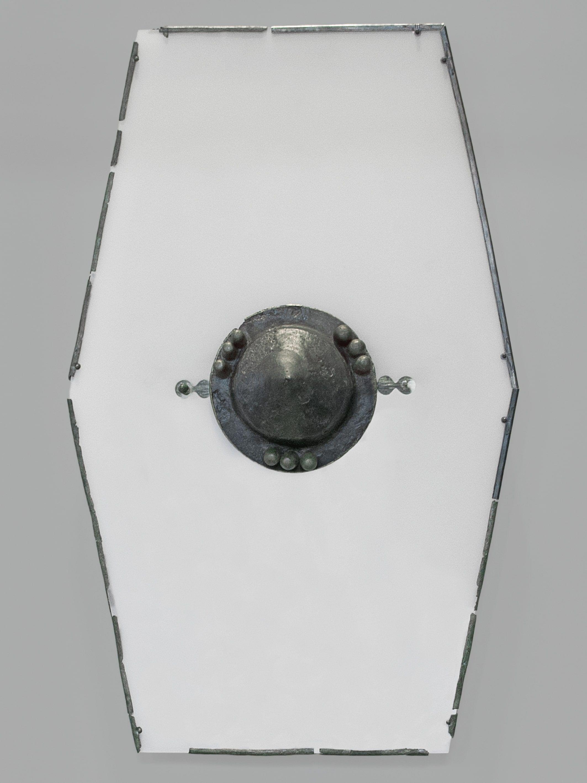 Sechseckschild mit Buckel, Fessel und Randbeschlägen aus Wachow, Westhavelland, germanisch, 1. Jh. n. Chr. (© Staatliche Museen zu Berlin, Museum für Vor- und Frühgeschichte)
