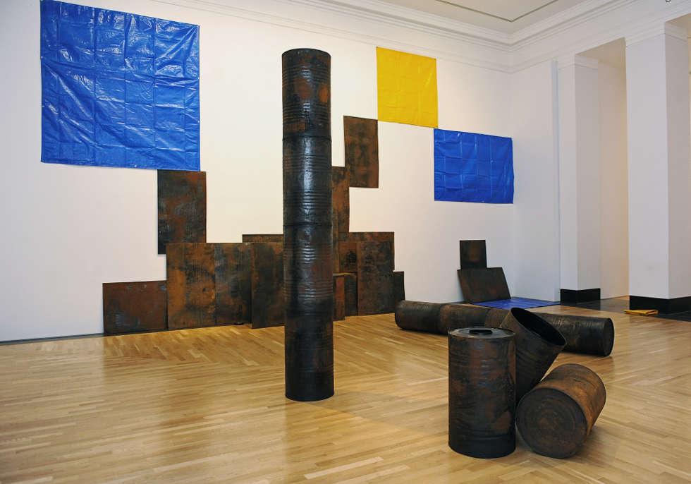 Sheela Gowda, Kagebangara, 2008, Artes Mundi 5, 2012, Ausstellungsansicht, Courtesy Sheela Gowda © Wales News Service