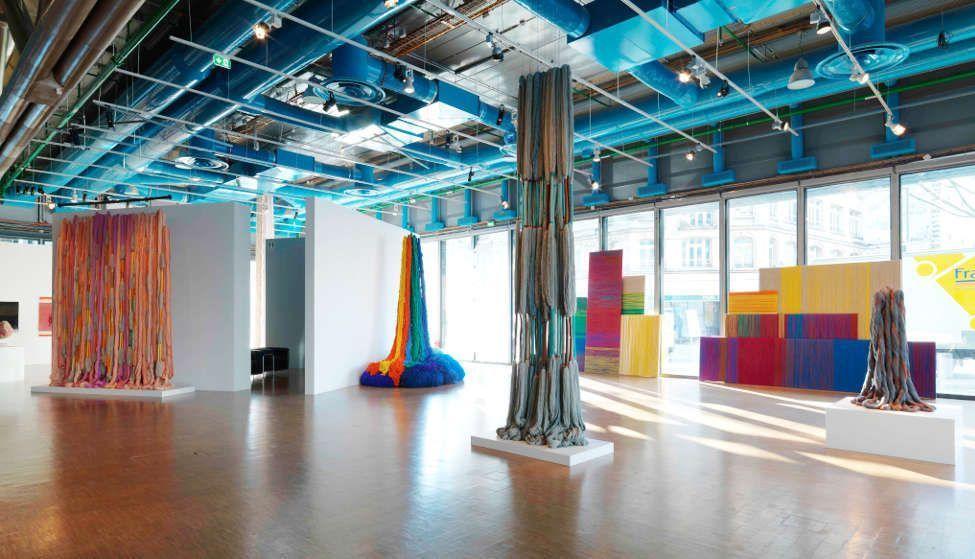 Sheila Hicks, Lianes de Beauvais, 2011/12 (li), Ligne de vie © Centre Pompidou Philippe Migeat.