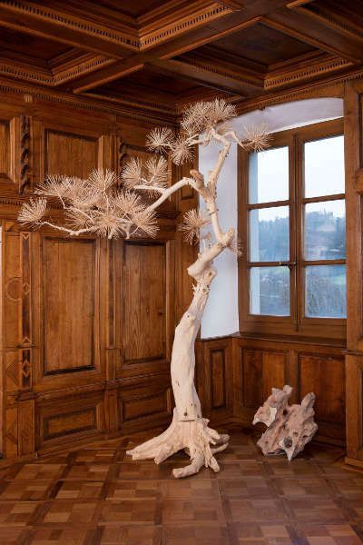 Shi Jinsong, Lack Pine Tree, 2011, Holz (Courtesy Sigg Collection © Shi Jinsong)
