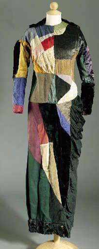 Sonia Delaunay, Simultanistisches Kleid, 1913, verschiedene Stoffe (Privatsammlung © Pracusa 2017633)