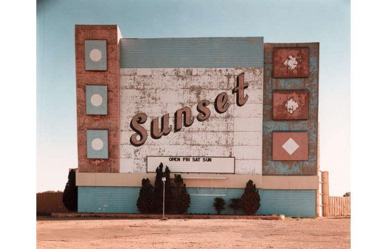 Stephen Shore, West Ninth Avenue, Amarillo, Texas, 2. Oktober 1974, 1974, Silberfarbstoffbleichverfahren (ALBERTINA, Wien © Stephen Shore)