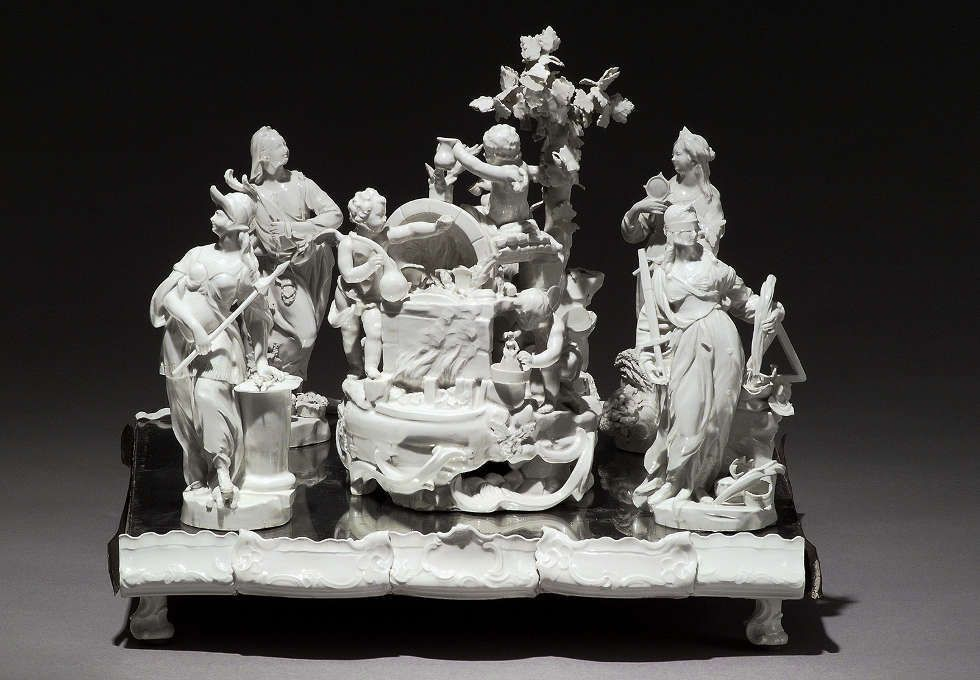 Tafelaufsatz aus dem Stift Zwettl, Allegorie der Porzellanerzeugung mit den vier Kardinaltugenden, vor 1769, Kaiserliche Porzellanmanufaktur Wien, Porzellan, glasiert © MAK