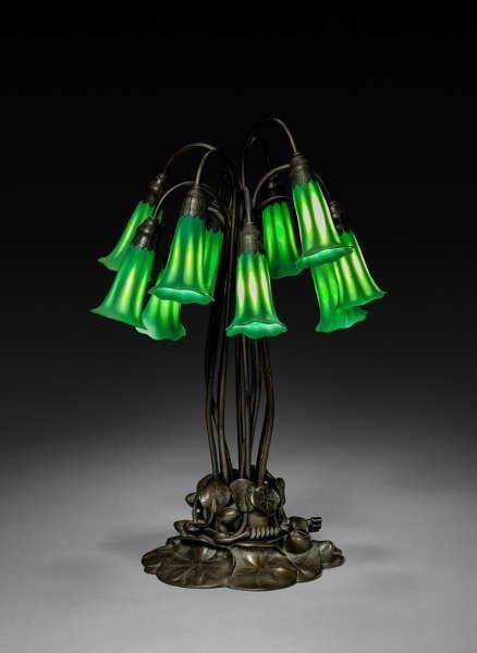 Tiffany Studios, Pond Lily Table Lamp, um 1902–1910, Höhe 53.3 cm (Cleveland Museum of Art, Bequest of Charles Maurer 2018.285)