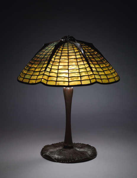 Tiffany Studios, Spider and Web Table Lamp, um 1902–1920 (Cleveland Museum of Art, Bequest of Charles Maurer 2018.285)