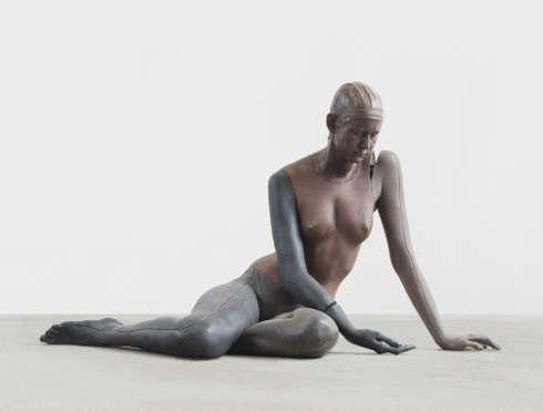 Ugo Rondinone, NUDE (XXX), 2010, Klarwachs, Erdpigmente, 132 × 79 × 61 cm (Courtesy studio Rondinone)
