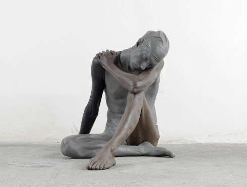 Ugo Rondinone, NUDE (XXXXXXXXXXX), 2011, Klarwachs, Erdpigmente, 108 × 72 × 83 cm (Courtesy studio Rondinone)