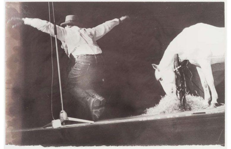 Ute Klophaus, Joseph Beuys - Titus Andronicus/Iphigenie, 1969, Fotografie (Von der Heydt-Museum Wuppertal)