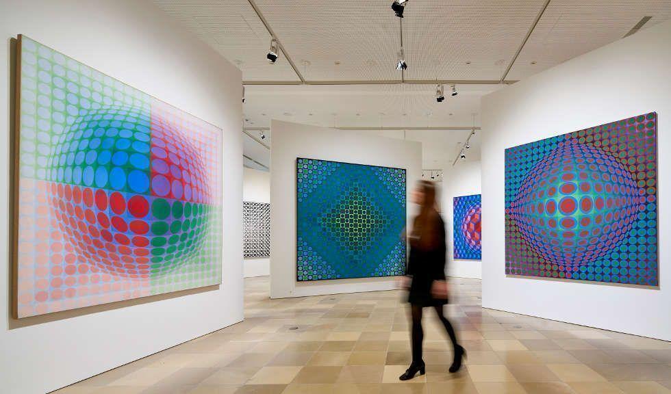 """Victor Vasarely, Vega Serie, Ausstellungsansicht """"Victor Vasarely. Im Labyrinth der Moderne"""", Foto: Städel Museum"""