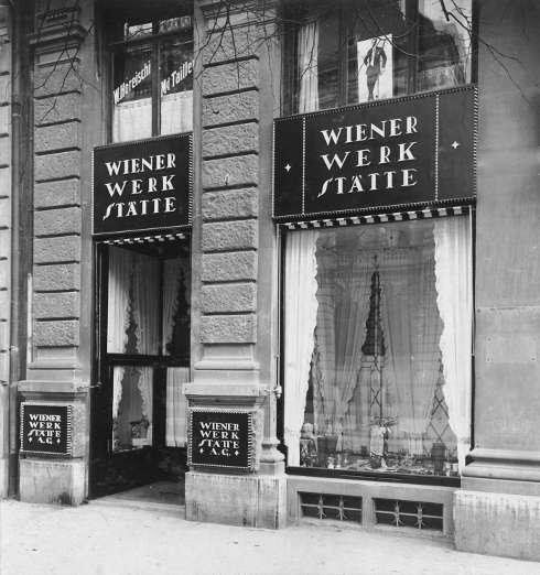 W. Pleyer, Portal der Verkaufsstelle der Wiener Werkstätte AG Zürich, Bahnhofstrasse 1, 1917, s/w-Fotografie, 22,2 x 16,7 cm (MAK - Museum für angewandte Kunst, Wien, © MAK)