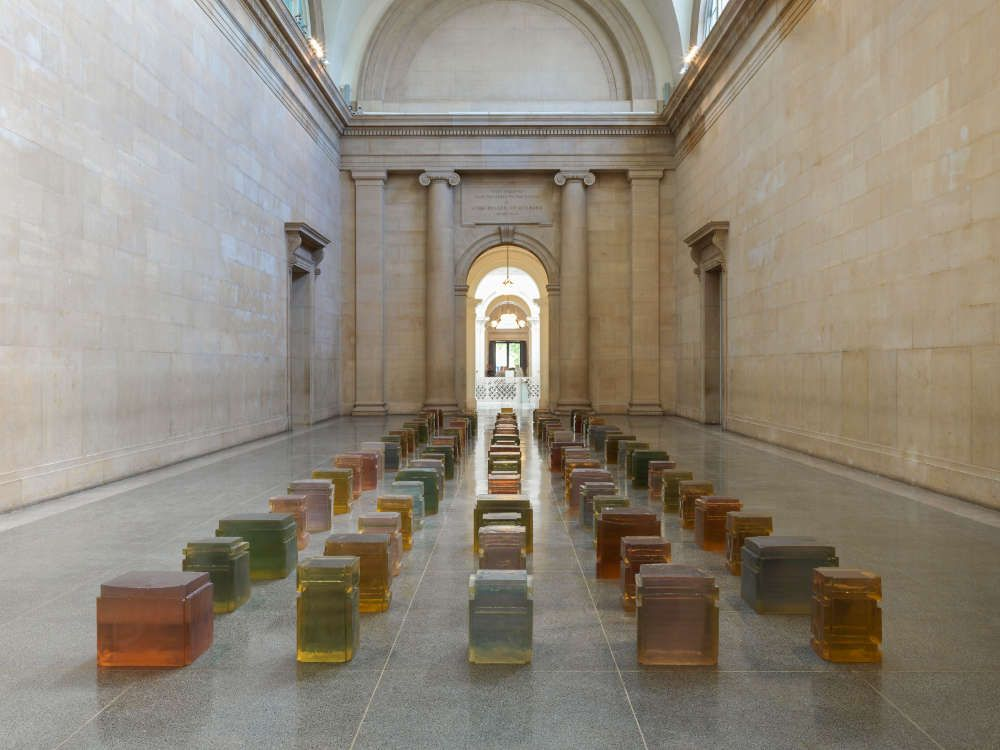 Rachel Whiteread, Untitled (One Hundred Spaces), 1995, Harz (Pinault Collection © Rachel Whiteread. Photo: © Tate (Seraphina Neville and Andrew Dunkley)