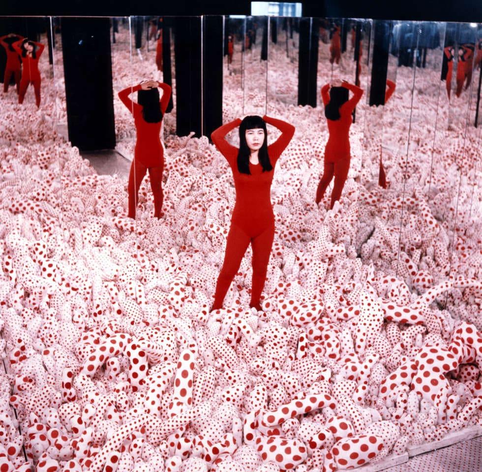 Yayoi Kusama, Infinity Mirror Room – Phalli's Field, 1965, Installation, verschiedene Medien © YAYOI KUSAMA, Courtesy: Ota Fine Arts, Victoria Miro & David Zwirner