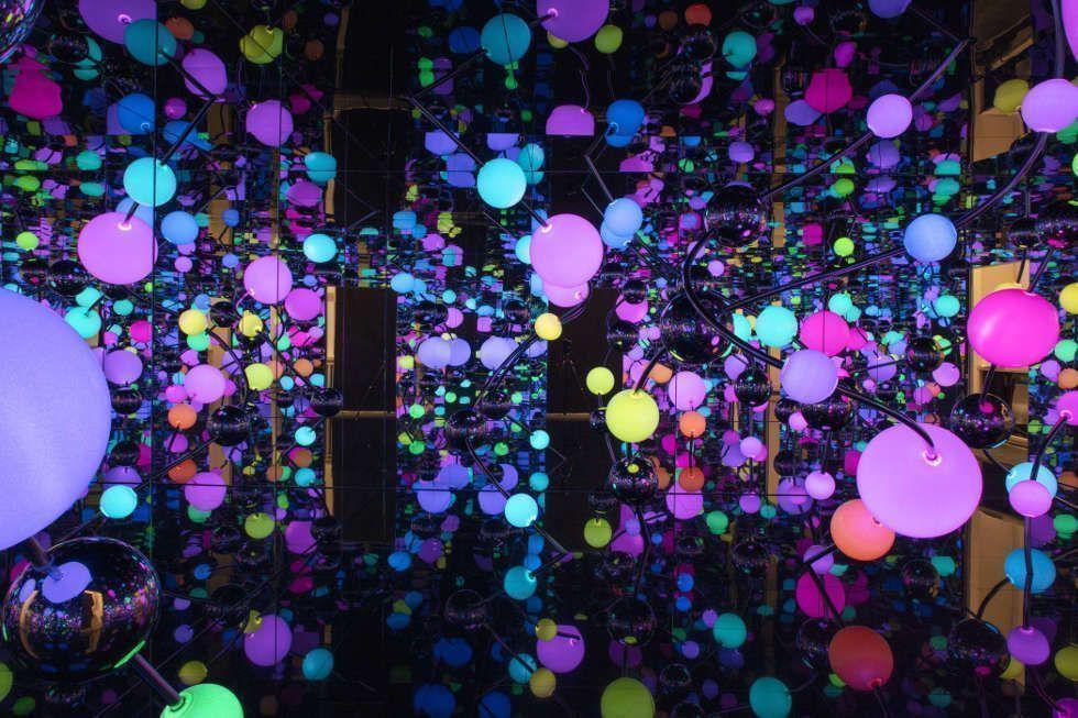 Yayoi Kusama, Infinity Mirrored Room - The Eternally Infinite Light of the Universe