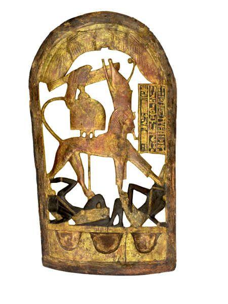 Zeremonialschild mit König Tutanchamun als Sphinx, Holz