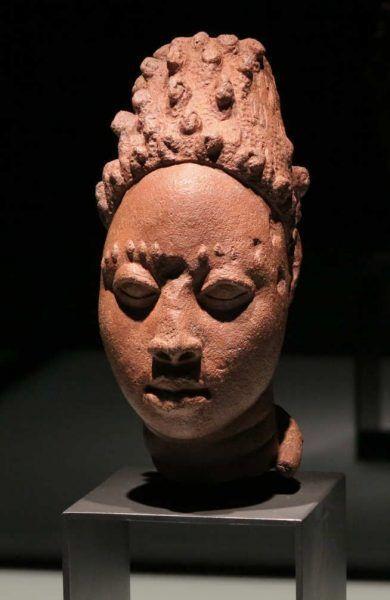 Ife (Nigeria), Frauenkopf, 12.–15. Jhdt, Terrakotta, Höhe: 19 cm, Foto: Monika Zessnik © Ethnologisches Museum, Staatliche Museen zu Berlin – Preußischer Kulturbesitz