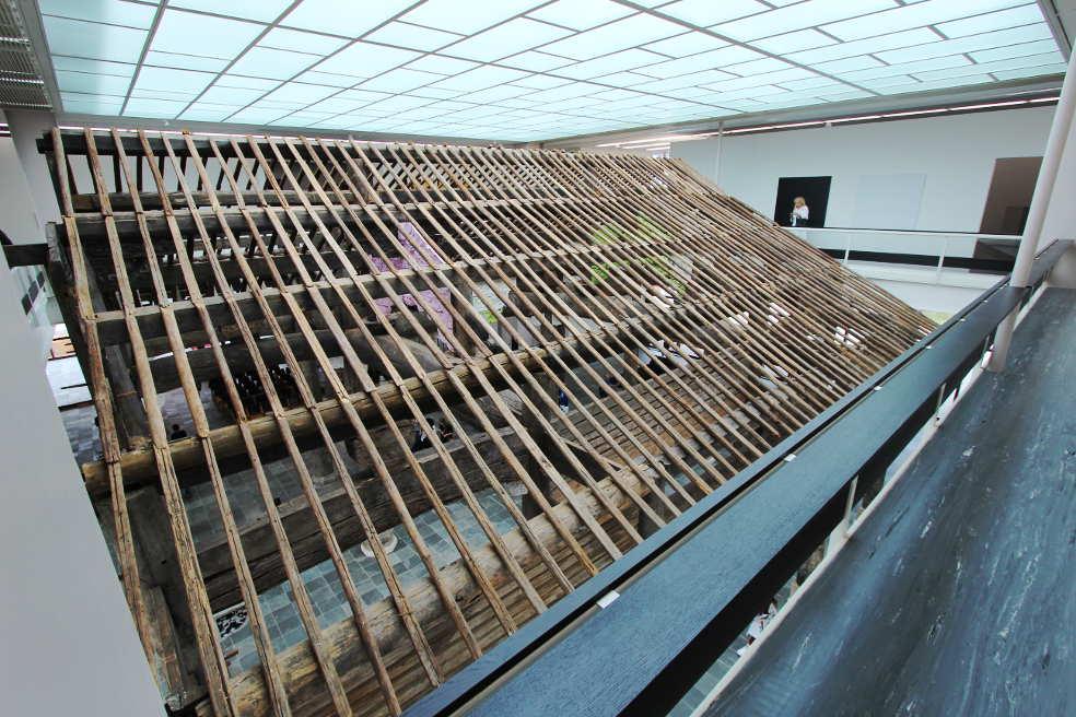 Ai Weiwei, Ahnenhalle der Familie Wang, Dach, Installation im 21er Haus, Foto: Alexandra Matzner